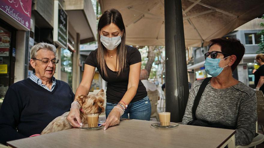 La pandemia se lleva por delante la mitad del empleo juvenil  en el Archipiélago