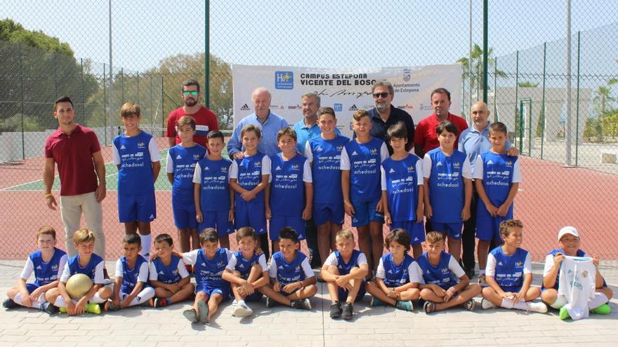 Vicente del Bosque clausura el Campus de Verano de Fútbol de Estepona