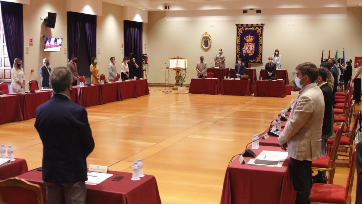 Minuto de silencio en el Pleno de la Diputación por las víctimas de la pandemia