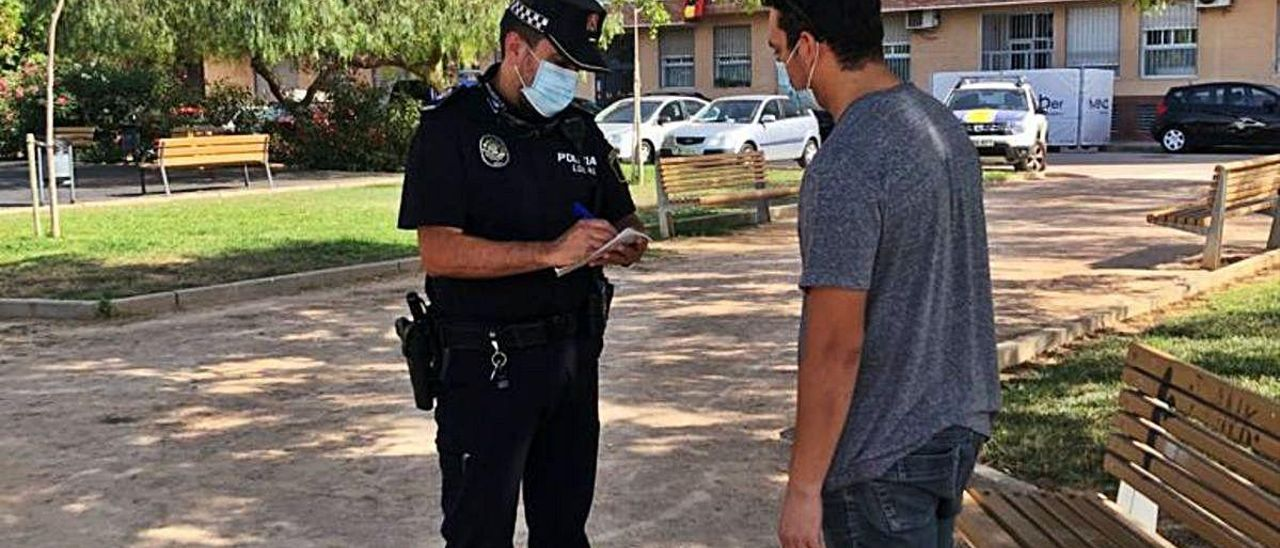 La Policía Local de Benetússer actúa para controlar la normativa.