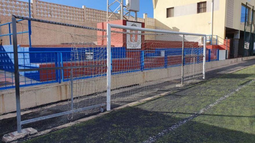 Un accidente en el campo de Las Huesas enfrenta al club con el Ayuntamiento