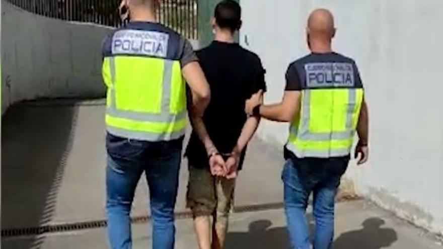 Atraca armado cinco establecimientos en la misma calle de Madrid: elegía solo locales regentados por mujeres