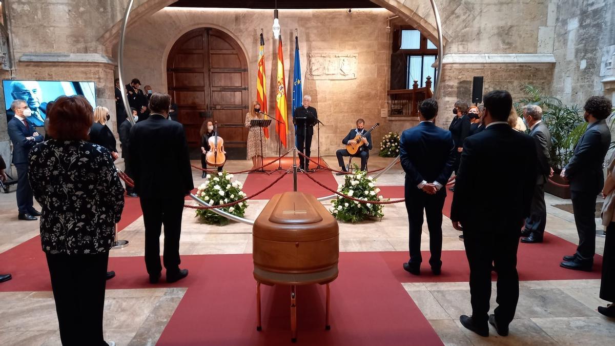 El velatorio de Francisco Brines en el Palau de la Generalitat