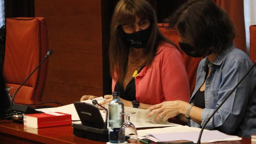 Laura Borràs rep al Parlament representants dels encausats pels talls de la Jonquera del 2019