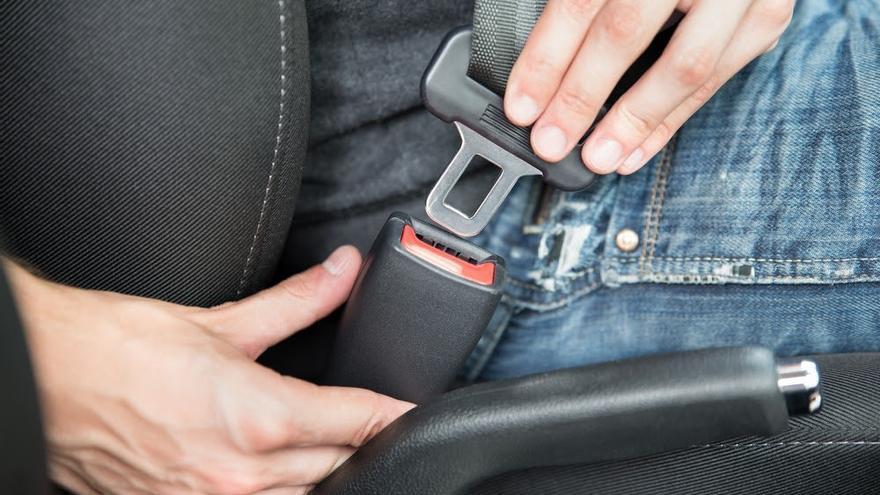 Cuándo puedes desabrocharte el cinturón mientras conduces