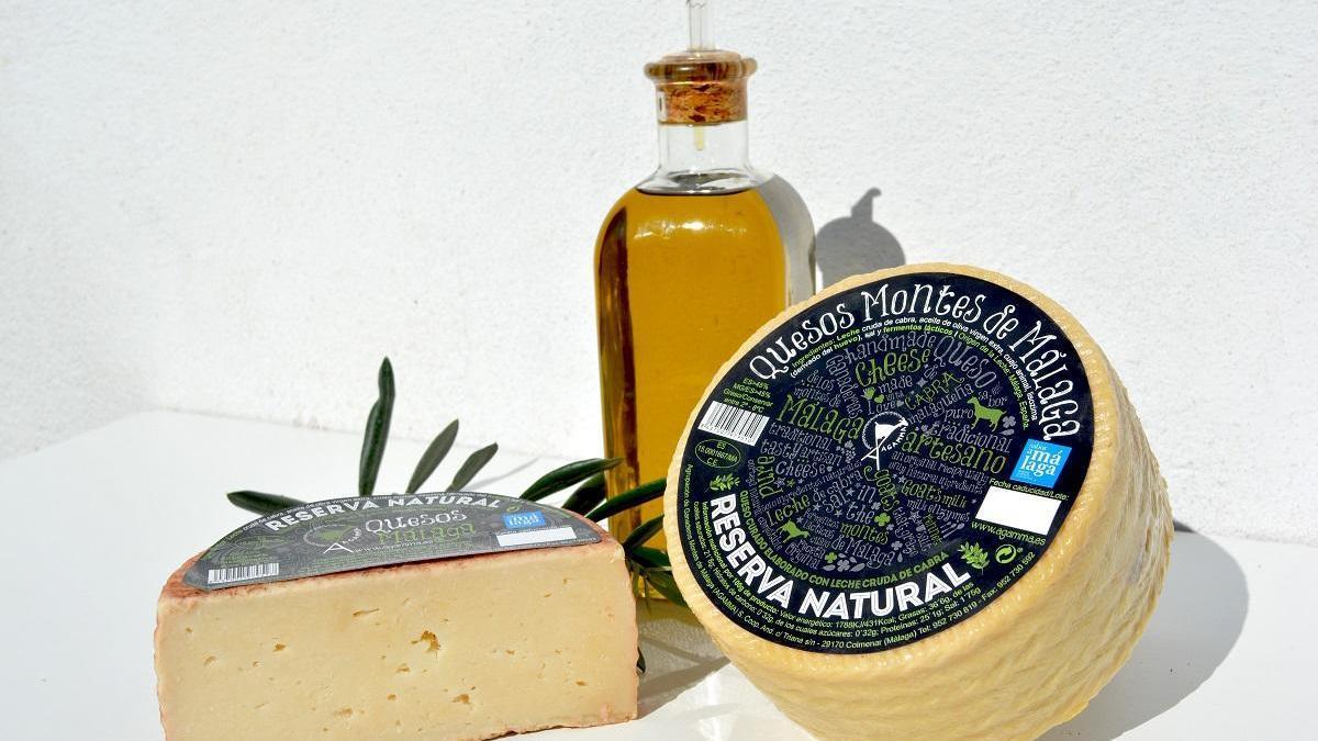 Queso Montes de Málaga Reserva Natural: queso curado elaborado con leche cruda de cabra madurado en aceite de oliva virgen extra de variedad verdial.