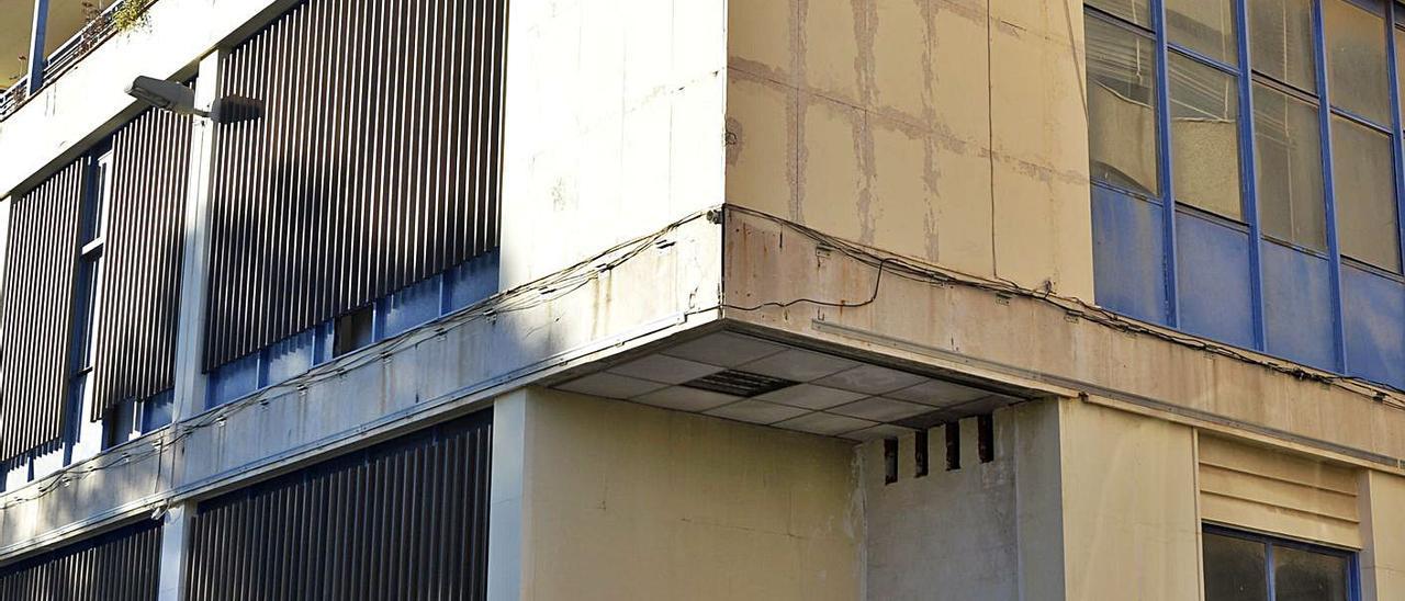 El antiguo edificio de Correos, en el paseo de la Juventud, en una imagen tomada recientemente.   MATÍAS SEGARRA