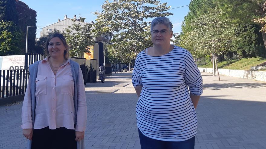 Agnès Lladó i Ester Marcos anuncien que el mercat de la roba de Figueres torna a la seva ubicació original