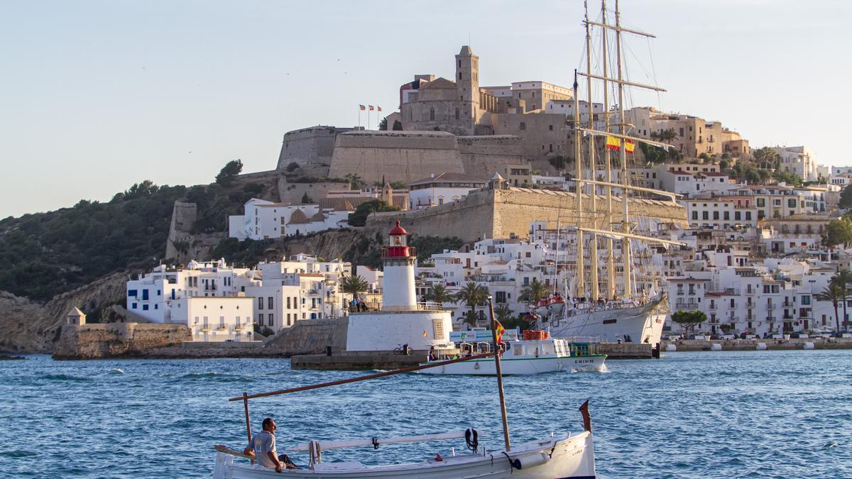El recinto amurallado de Dalt Vila está considerado por la Unesco como la fortificación mejor conservada del Mediterráneo