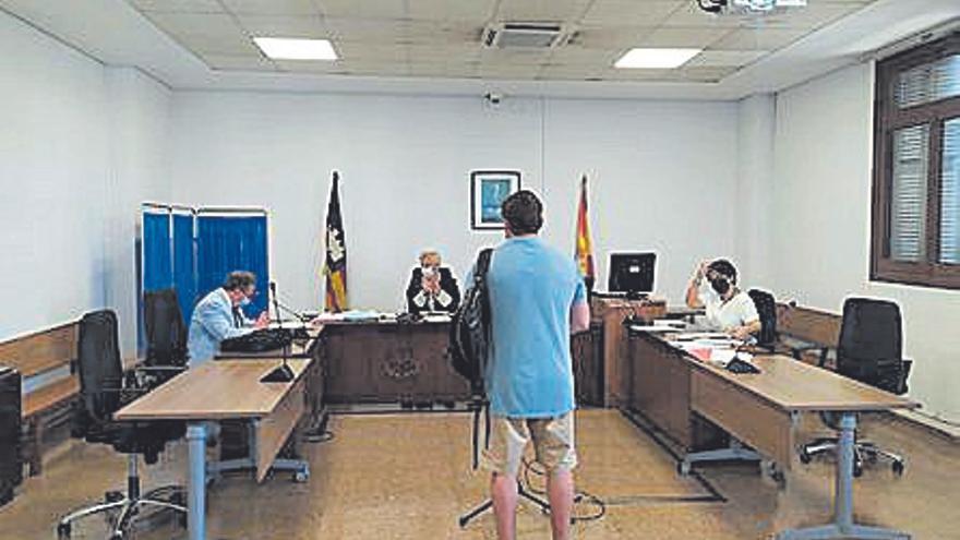 Condenado por estafar 15.500 euros a una anciana enferma