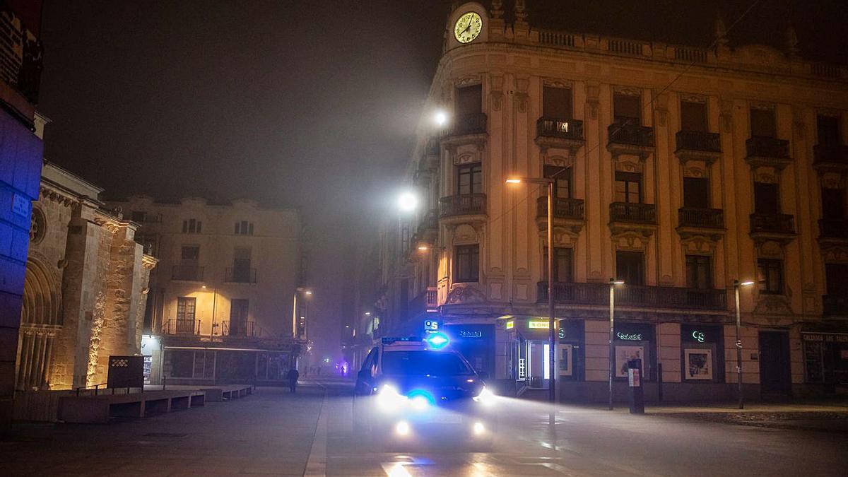 Una calle del centro de la ciudad, durante el toque de queda. |