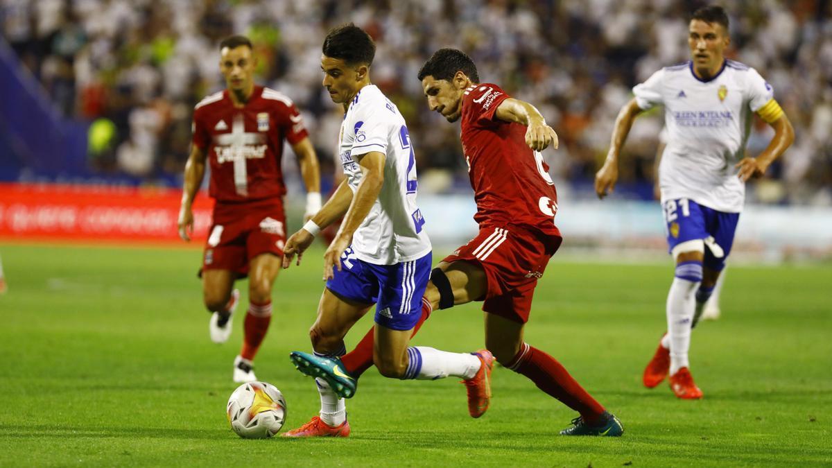 Bermejo conduce el balón en el partido ante el Cartagena.