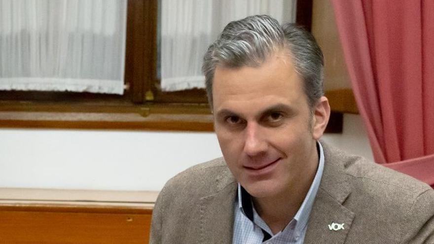 Piden que Ortega Smith sea condenado a exhumar víctimas del franquismo