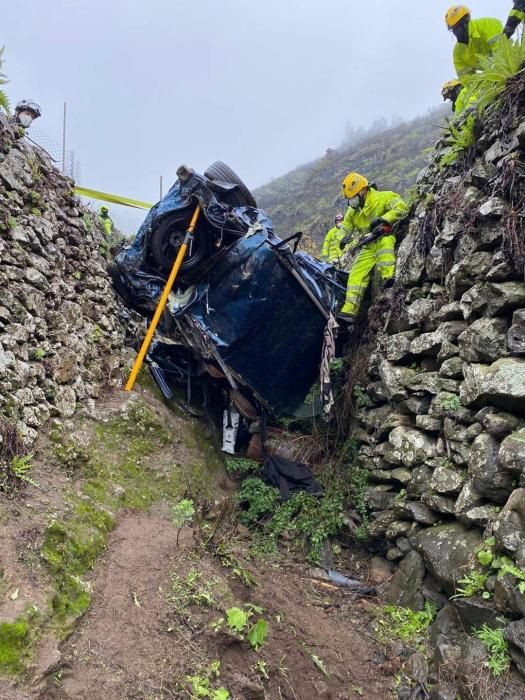 Rescate de los cuerpos de los fallecidos en el accidente de tráfico de Gran Canaria.