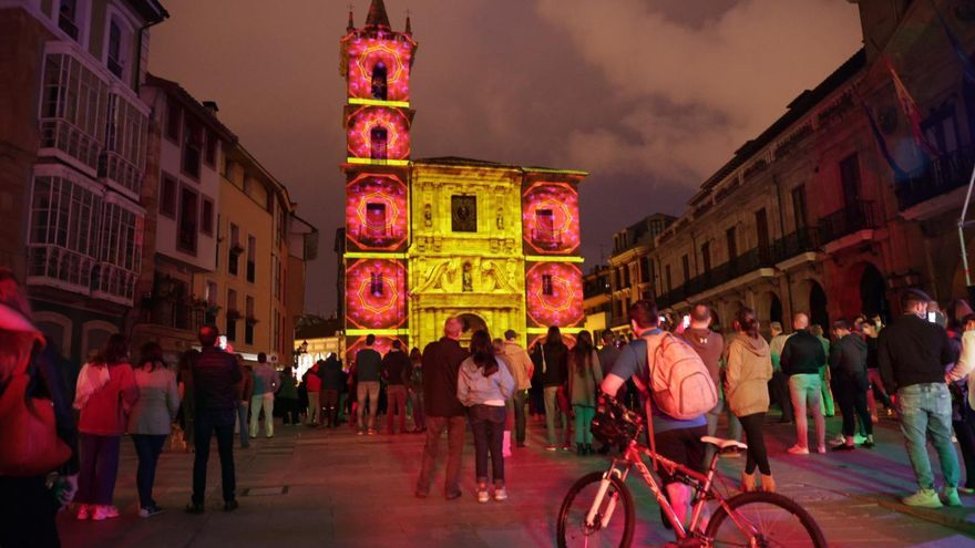 San Juan en Asturias: hogueras virtuales, fuentes enramadas y juegos infantiles para celebrar la noche más corta del año