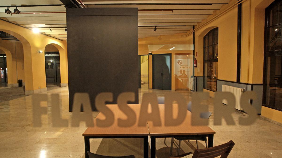 El centro Flassaders también cerrará a las 20 horas.