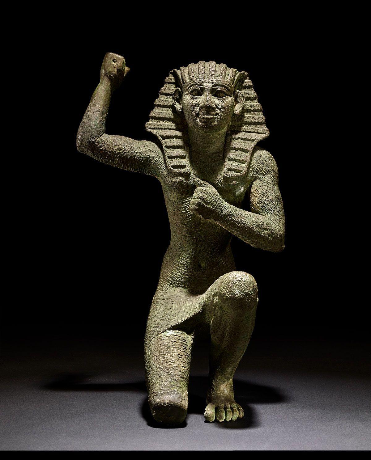 AN01375968_001-figure-of-a-king-kneeling.jpg