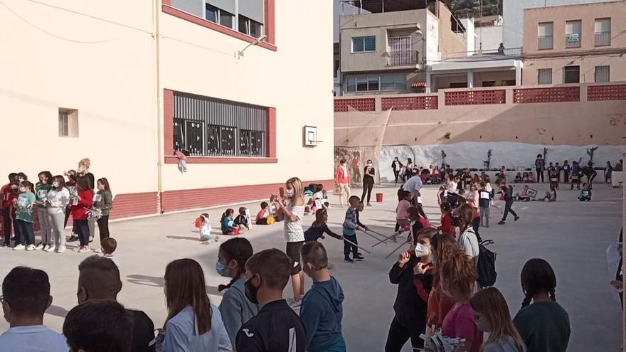 Almenara regala 600 bonos de 10 euros para material escolar