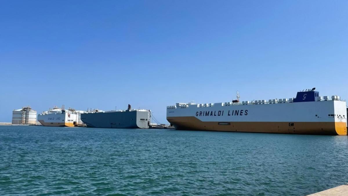 Los tres barcos, en el muelle