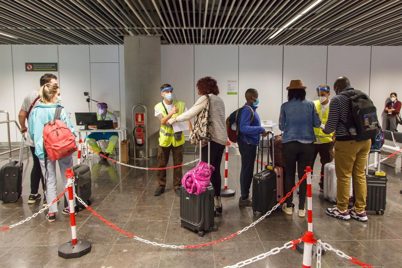 Controles de test negativos en aeropuerto
