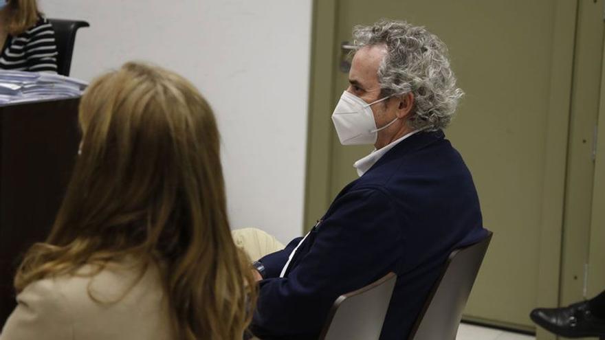 Ildefonso Falcones, en el banquillo por defraudar 1,4 millones de euros a Hacienda