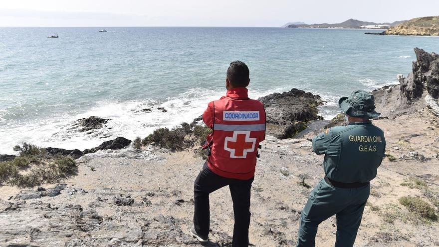Encuentran dos cuerpos de los inmigrantes de la patera hundida