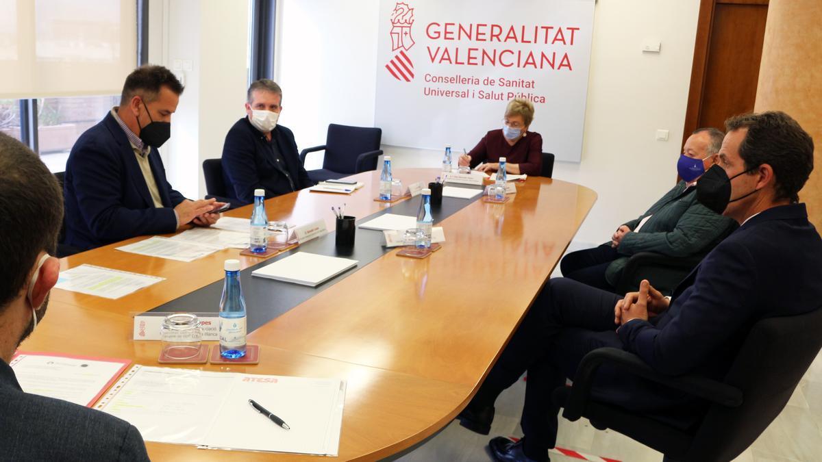 Un momento de la reunión celebrada en la sede de al Conselleria de Sanidad