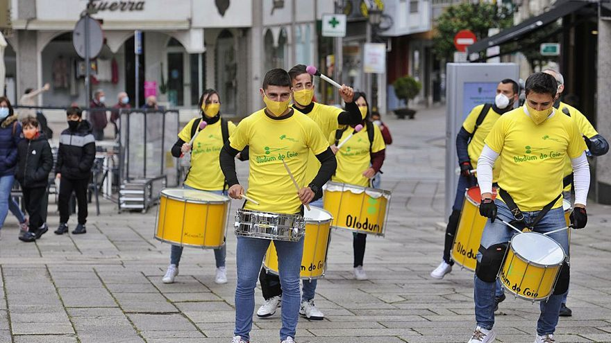 Olodum do Coio hace retemblar el centro urbano de Lalín
