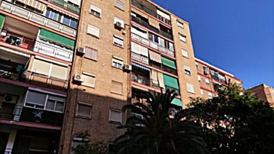 68.000 € Venta de piso en Torrefiel (Valencia) 64 m2, 3 habitaciones, 1 baño, 1.063 €/m2, 1 Planta...