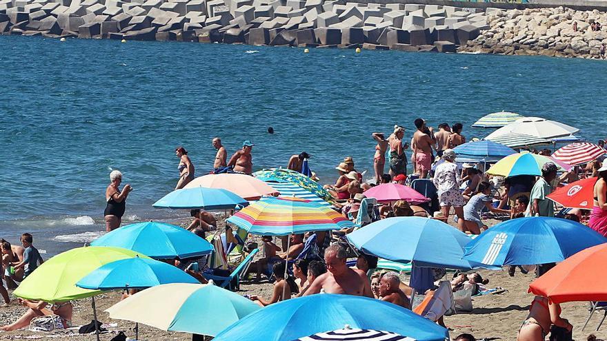 Málaga capital frena la caída de turistas en verano y constata la recuperación