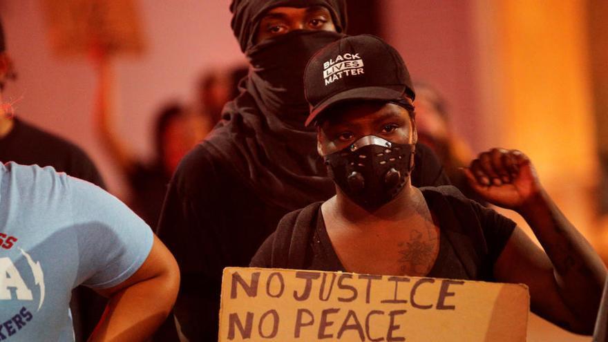 Las protestas raciales regresan a Oakland con disturbios y cargas policiales