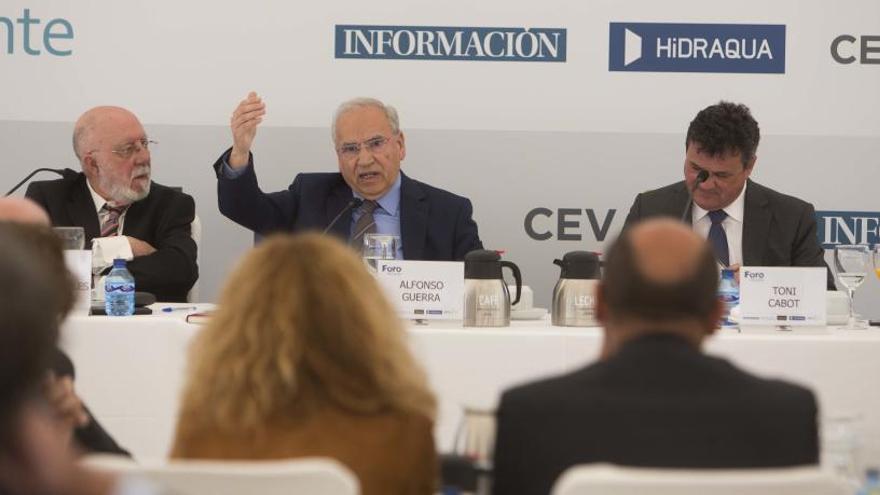 Guerra: «El PSOE y el PP abrazaron el monstruo, pero el cuchillo lo han clavado los nacionalistas»