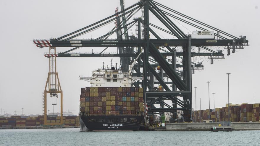 El precio de los contenedores se cuadruplica y lastra al azulejo