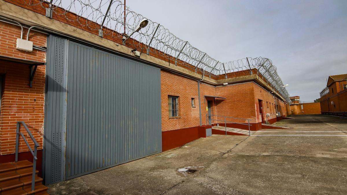 Una imagen de archivo del centro penitenciario cacereño, donde han ocurrido los hechos.