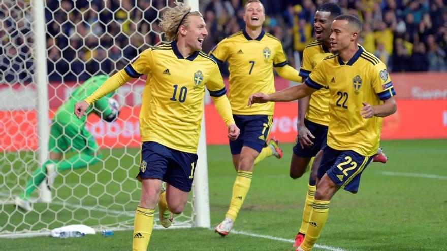 La efectividad de Suecia ante Grecia arrebata el liderato a España
