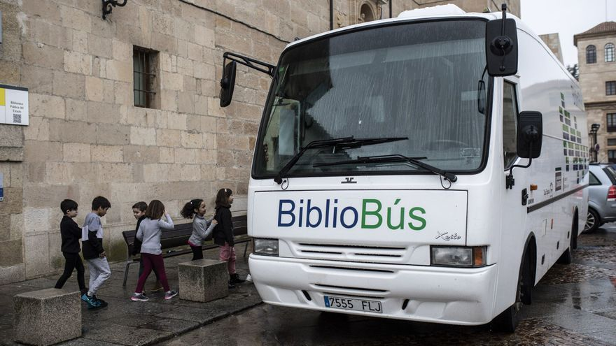 El PSOE de Zamora propone la instalación de cajeros en los bibliobuses
