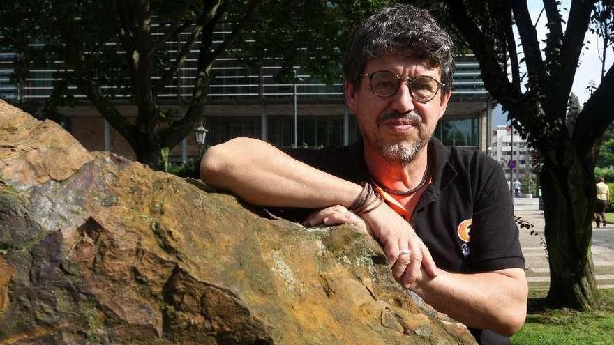 """Juan Luis Fernández: """"La enfermedad estará controlada en Asturias y en España en diez días"""""""