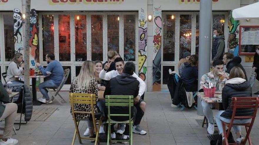 El Govern finalmente permitirá abrir bares y restaurantes hasta medianoche