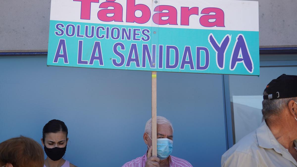 Protesta en Tábara por la apertura de los centros de salud
