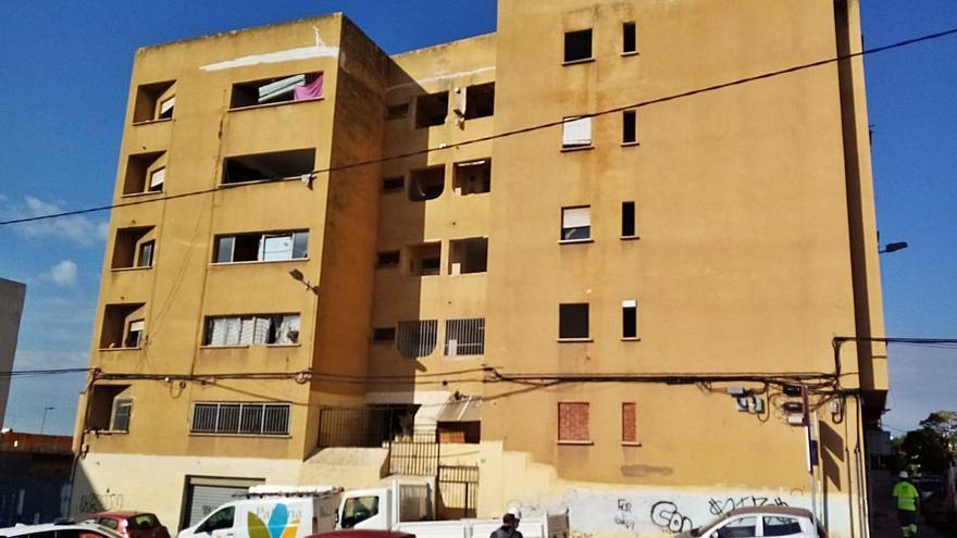 Paterna adjudica el derribo de la 'finca amarilla' por 200.000 euros