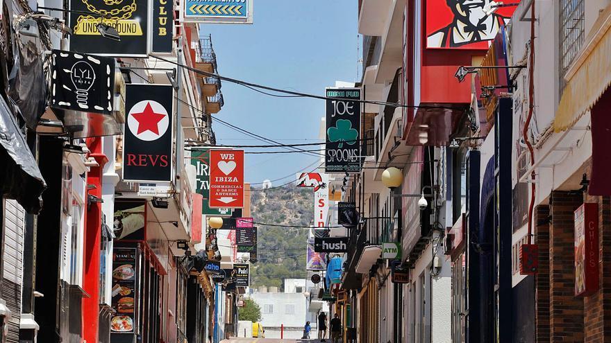 El Govern sopesa si impone más restricciones a los bares de copas del West End de Ibiza por la pandemia