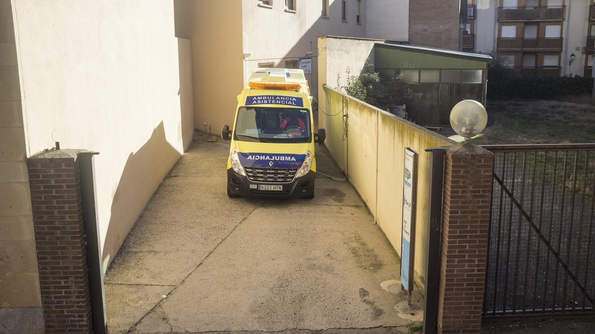 Una ambulancia del 112 en la base de operaciones en Benavente.