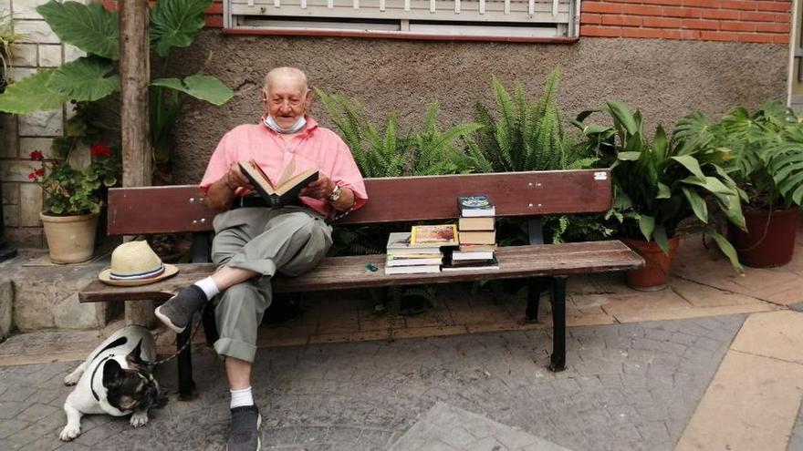 Una biblioteca al aire libre en Eslida