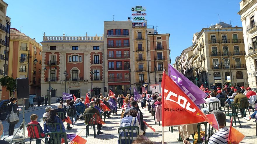 La plaza de España acoge el acto reivindicativo del 1 de Mayo en Alcoy