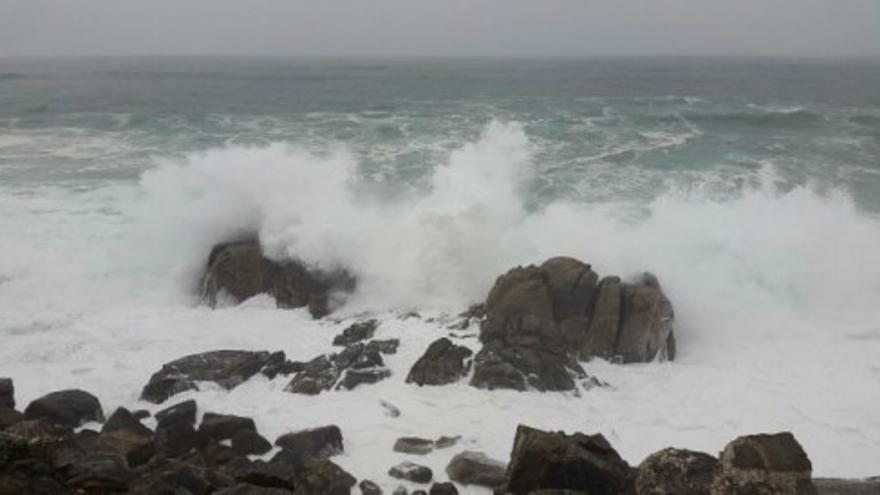 Así bate el mar en Baiona