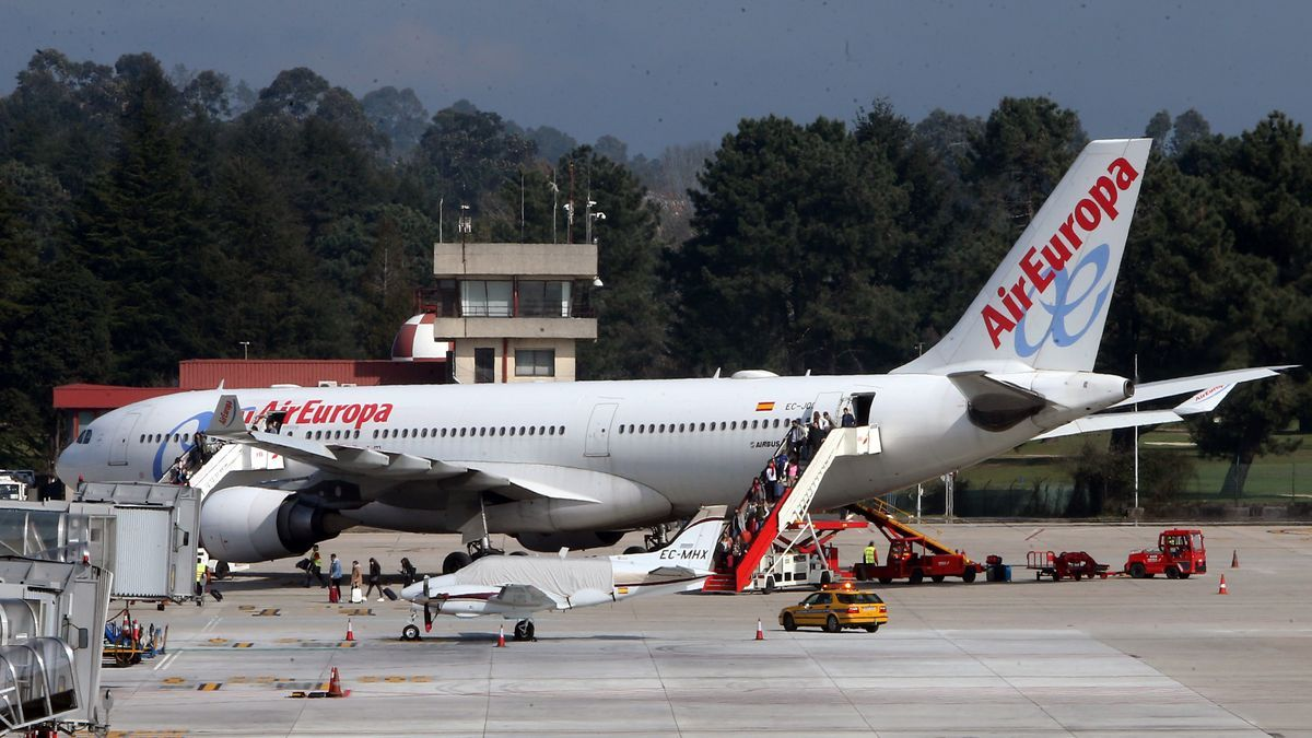 El Airbus 330 de Air Europa en el aeropuerto de Vigo. FDV
