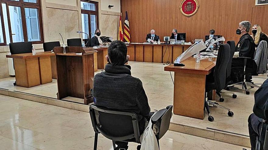 Cinco años y medio de prisión por incendiar la cárcel vieja de Palma