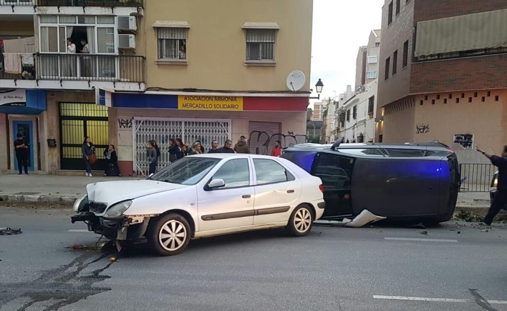 Un autobús de la EMT embiste media docena de coches en Héroe de Sostoa.