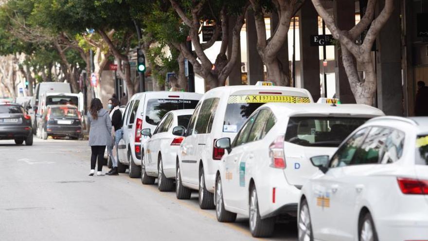 La ciudad de Ibiza obliga a explotar en exclusiva una licencia de taxi obtenida por herencia