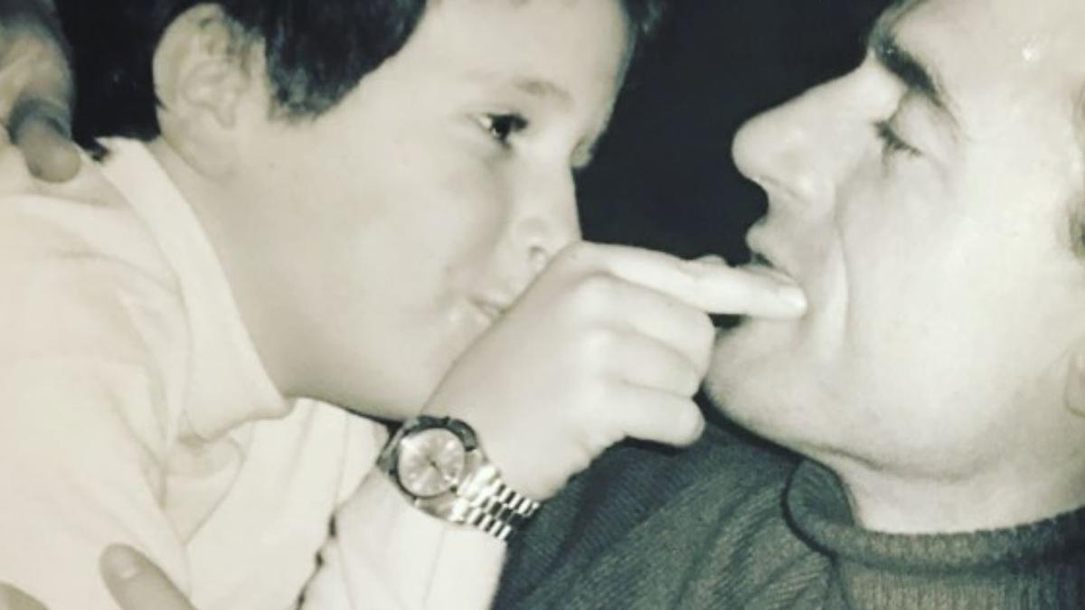 Alessandro Lequio posa junto a su hijo Aless